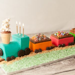 train_cake_birthday_cake