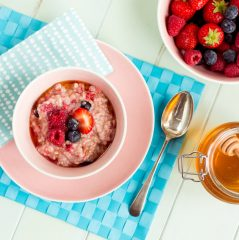 very berry_oats, kids breakfast ideas, kids recipes, cooking with kids, kids in the kitchen, kids love cooking, kids cook club, www.kidscookclub.com